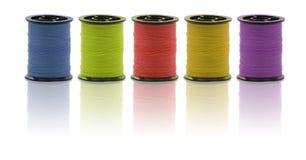 Sewing é divertimento com bobinas coloridas Fotos de Stock Royalty Free