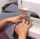 Sewing da mulher Imagem de Stock Royalty Free