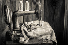 Sewing machine with scissors, cloth and threads Royalty Free Stock Photos