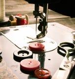 sewing Naaimachine en hulpmiddelen stock fotografie