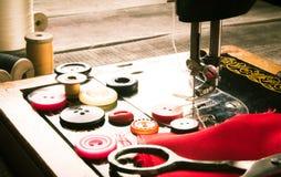 sewing Naaimachine en hulpmiddelen stock afbeelding