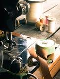sewing Naaimachine en hulpmiddelen stock afbeeldingen