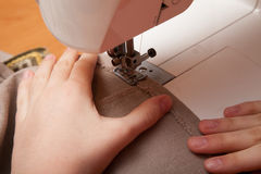 Sewing on the sewing machine Royalty Free Stock Images