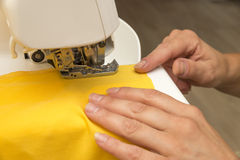 Sewing on the sewing machine Royalty Free Stock Photos