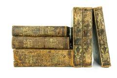 Sex åldrades forntida gammalt läder bokar staplat och att stå Royaltyfri Foto