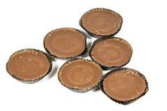 Sex bruna choklader i mörk skyddande legitimationshandlingar Royaltyfri Fotografi