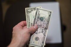 Sex dollar i min hand Royaltyfria Foton
