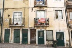 Sex ingångsdörrar i Lissabon Royaltyfri Foto