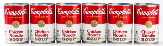 Sex kan tenn av Campbells soppa för nudel för märke feg royaltyfri bild