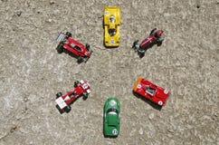 Sex klassiska bilar på jordningen Royaltyfri Foto