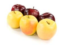 Sex äpplen på vit Royaltyfri Bild