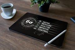 Sex sigmadiagram, lutar fabriks- industriellt begrepp på skärmen royaltyfria foton
