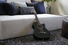 Sex stringed akustiska gitarr Arkivfoton