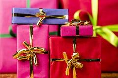 Sex vanliga gåvor som slås in för något tillfälle Arkivfoto