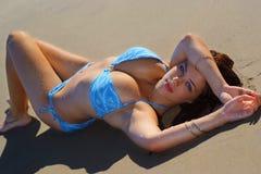 sexig bikiniflicka Arkivbild