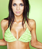 sexig bikiniflickagreen Arkivbild