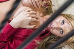 Sexig blond damunderklädermodell Arkivbild