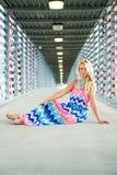 Sexig blond flickamodemodell Arkivfoto
