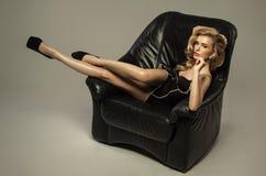 Sexig blond kvinna fotografering för bildbyråer