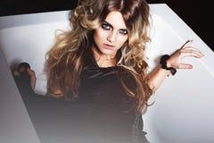 Sexig blond kvinna i bad Royaltyfria Bilder
