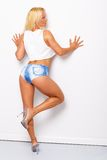 Sexig blond sportig kvinna Arkivfoto