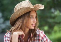 Sexig cowgirl. Arkivfoto