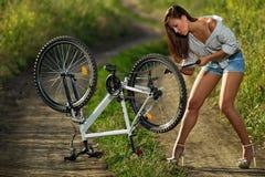 Sexig cyklist Arkivfoto