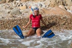 Sexig dykareflicka efter hennes dyk Arkivbild