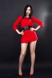 Sexig flicka i mini- klänning arkivbild