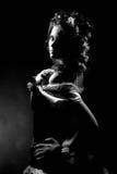 Sexig flicka med chamomilen i håret Arkivbilder
