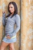 Sexig flicka med den bruna hårmodemodellen fotografering för bildbyråer