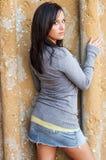 Sexig flicka med den bruna hårmodemodellen Arkivfoton