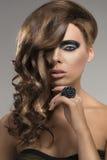 Sexig flicka med den idérika frisyren, Fotografering för Bildbyråer