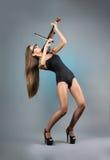 Sexig flicka med en fiol Arkivbilder