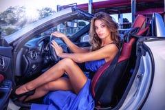 Sexig flicka på hjulet Royaltyfria Bilder
