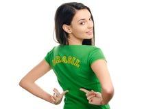 Sexig flicka som pekar Brasilien. Arkivbild