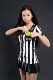 Sexig fotbolldomare med det gula kortet Royaltyfri Fotografi