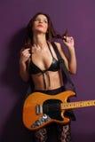 Sexig gitarrist royaltyfri bild