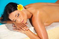 sexig härlig poolside Royaltyfri Foto