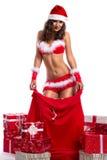 Sexig jultomtenkvinna som julgåvan Royaltyfri Foto