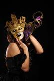 sexig kvinna för guld- maskeringsdeltagare Arkivfoton