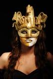 sexig kvinna för guld- maskeringsdeltagare Royaltyfria Foton