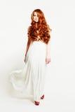 Sexig kvinna för mode med rött hår fotografering för bildbyråer
