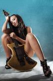 sexig kvinna för gitarr Royaltyfri Fotografi