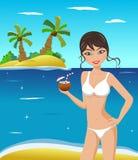 Sexig kvinna i bikini med coctailen Arkivbilder