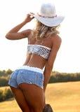 Sexig kvinna i cowboyhatt Arkivfoton