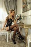 Sexig kvinna i lyxig korsettmodedräkt royaltyfria foton