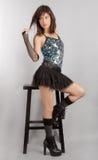 Sexig kvinna i paljettöverkant och Mini Skirt Arkivbild