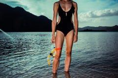 Sexig kvinna med att snorkla kugghjulet Royaltyfri Bild