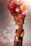 Sexig kvinna med blommor Royaltyfria Bilder